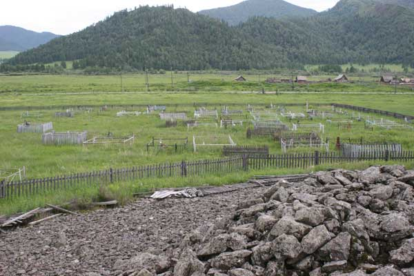 Cemetery next to kurgan